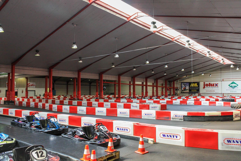 La piste de karting du BSK mesure 500 mètres de longueur et 6 mètres de largeur et propose aux pilotes confirmés ou débutants un tracé technique et performant.